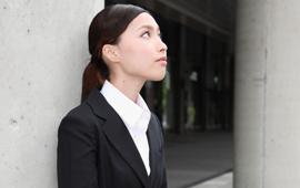 女性の仕事の悩み